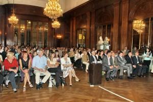 Con salón lleno, Alfredo Camarero recibió el nombramiento junto con autoridades, nadadores, discípulos y amigos.